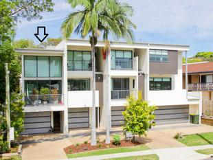 Modern Three Level Townhouse - Great Location!! - Bulimba