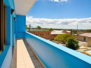 Modern Open Plan Office With City Views & Parking - Leichhardt