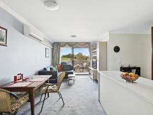 Resort-style living with Sydney Park panoramas - Erskineville