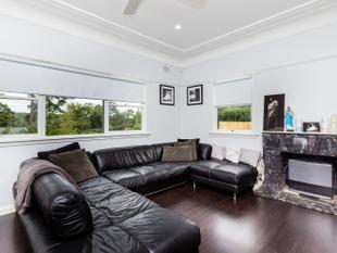 Modern Convenience Three Bedroom House - Thornleigh