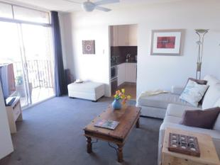 OVER SIZED CONTEMPORARY ONE BEDROOM APARTMENT WITH SECURE PARKING - Centennial Park