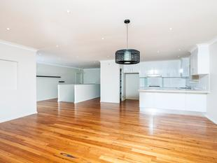 Only 5 Years Young With Huge 4 Car Garage! - Flinders