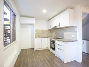 ELECTRICITY & WATER INCLUDED IN RENT - FULLY RENOVATED - 2 BEDROOM - Broadbeach Waters