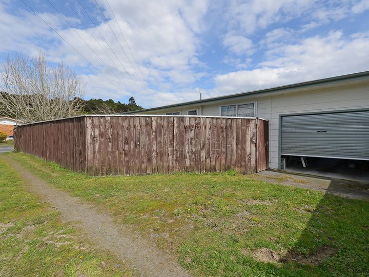71/1 Gemstone Drive, Upper Hutt, Upper Hutt City
