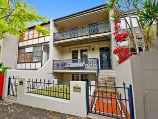 NEWLY RENOVATED TWO BEDROOM RESIDENCE IN THE HEART OF DARLINGHURST! - Darlinghurst