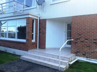Great Location , Two bedroom - St Heliers
