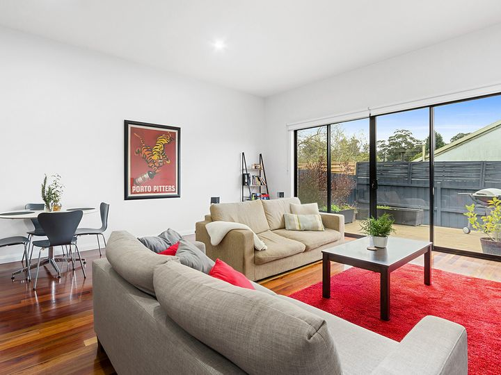 2/4 Coppin Close, Mitcham, VIC