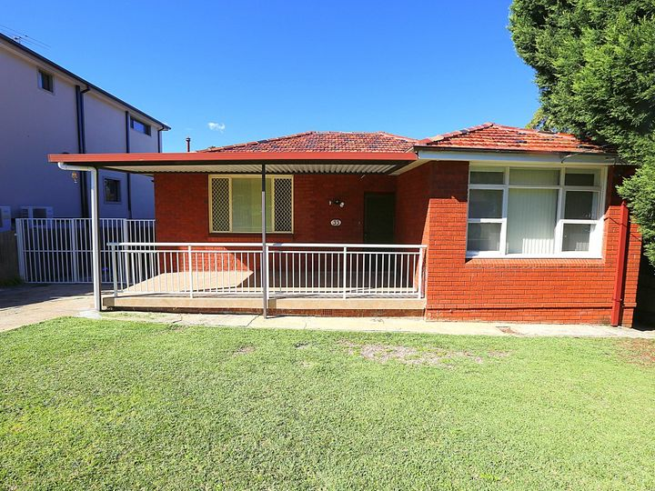 33 Surrey Avenue, Georges Hall, NSW