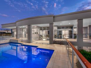 The ultimate family lifestyle home! 700sqm on 1321sqm land! - Bardon