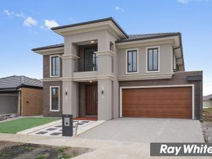 Luxurious Family Home- Brand New - Point Cook