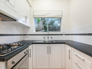 Freshly Renovated Townhouse - Sought After Location - Broadview