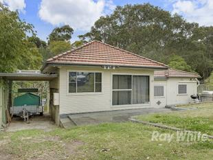 LOCATION LOCATION!!!! KNOCK DOWN, RE-BUILD OR RENOVATE !!!! - Warners Bay