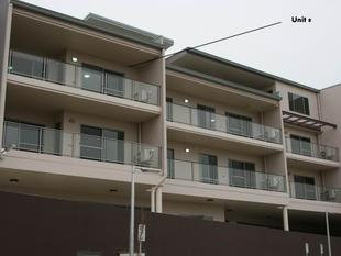 Second floor unit in convenient location! - Macquarie