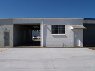 Street Front Unit with Loads of Parking - Tweed Heads