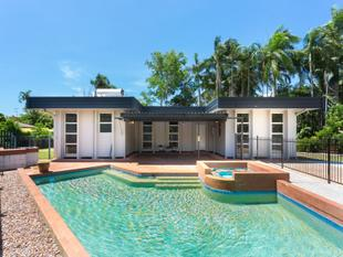 What??? 3 bed, 2 bath, huge pool and a MASSIVE price reduction of $40,000?? Excellent buying here! Be quick! - Tiwi