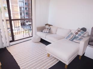STYLISH ONE BEDROOM WITH CITY SKYLINE VIEWS - Centennial Park
