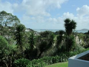 Secure 3 bedroom apartment - Orakei
