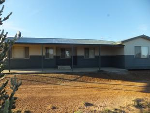 Modern 4 bedroom home with large shed - Hopetoun