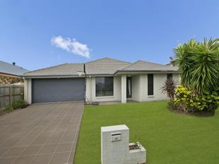 REDLAND BAY - SITUATED IN A QUIET STREET - Redland Bay
