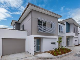 BRAND NEW EXECUTIVE TOWNHOME - Everton Park