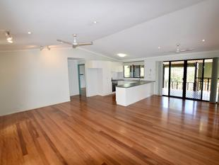 :: AFFORDABLE OASIS IN THE CITY  COOL AND CONVENIENT - West Gladstone