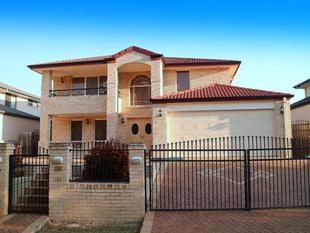 Simply Stunning 5 Bedrooms House in Kingman St - Sunnybank Hills