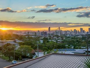 Spectacular City Views :: 865m2 Block :: Must Be Sold This Satrurday 26th! - Coorparoo