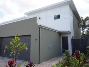 """Luxury Townhouse in Calamvale"" - Calamvale"