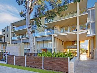 PREMIUM MULTI-LEVEL WATERFRONT TOWNHOUSE - Mortlake