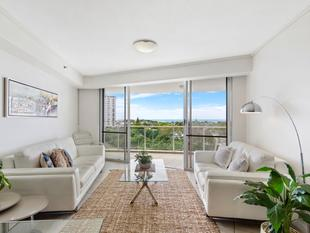 Beach retreat with water views - Maroochydore