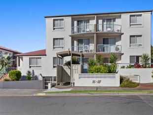 GROUND FLOOR UNIT - STROLL TO THE BEAUTIFUL BROADWATER! - Southport