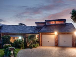 OWNER-BUILT HOME IN PRIME LOCATION ON 650 SQM - Bossley Park