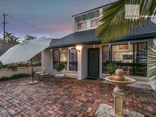 Elevated Position with Holiday Home Feel - Indooroopilly