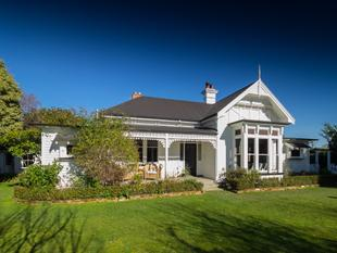 Stunning Original Villa with Ageless Beauty - Ashburton