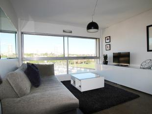 Modern One Bedroom With Point Blank Water Views - Elizabeth Bay