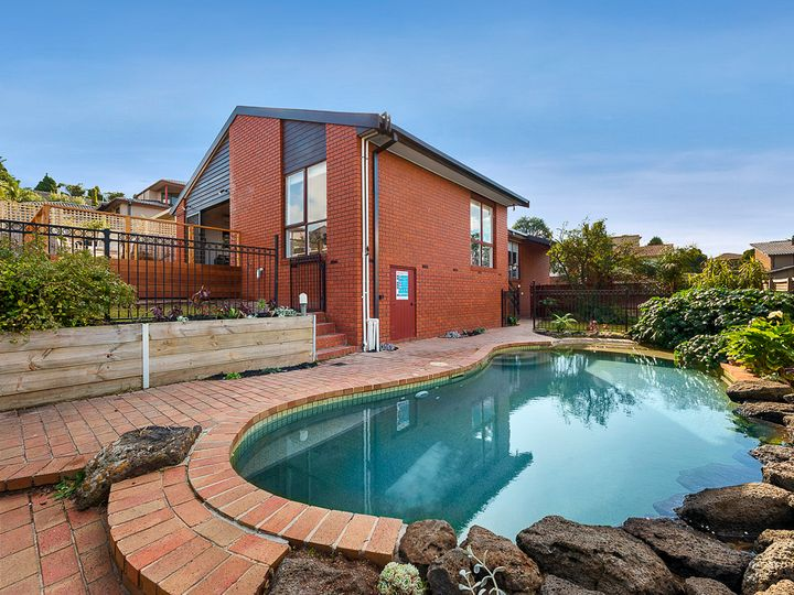 12 Erskine Crescent, Wheelers Hill, VIC