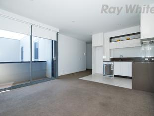 Complete Convenience with City Views! - Brunswick East