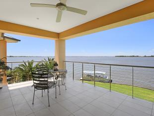 ABSOLUTE WATER FRONTAGE WITH PAN0RAMIC VIEWS OVER LAKE MULWALA - Mulwala
