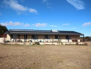 FIVE ACRES, FIVE MINUTES FROM TOWN - Oberon