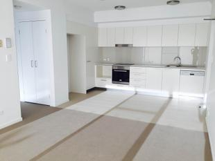 APARTMENT IN THE HIGHLY SOUGHT OUT EDGEWATER RESIDENCES - Varsity Lakes