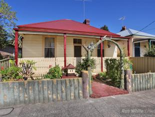 HOUSE WITH CHARACTER FOR SALE 200 FROM CROYDON TRAIN STATION - Ashfield