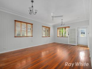 BEAUTIFULLY REFURBISHED HIGH SET CHARACTER HOME IN WINDSOR! - Windsor