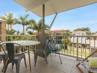 Live in or Invest in this Top Floor Apartment close to the Broadwater! - Labrador