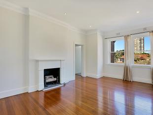 TOP FLOOR TWO BEDROOM WITH CAR SPACE! - Woollahra