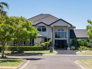 Elegant & Spacious Waterfront with Wide Water Vistas - Helensvale