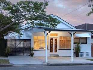 Shop Front with Charming Renovated Residence - Kedron