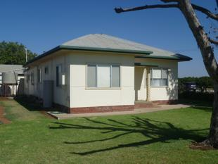LARGE 3 BEDROOM FARM HOUSE - Griffith East