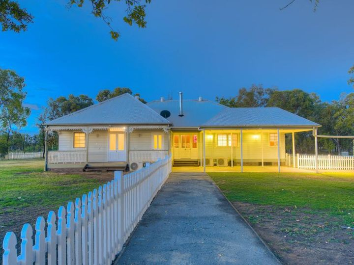 4 Windsor Place, Miles, QLD