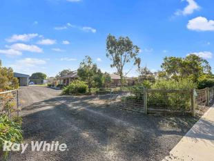 The Perfect Acre! Great Home, Gardens & Shedding! - Little River