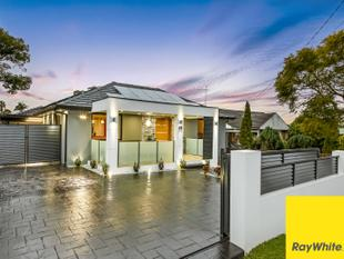 FINAL CALL - AUCTION THIS SATURDAY!! 2 MODERN HOMES ON ONE BLOCK - CONVENIENT LOCATION - Punchbowl